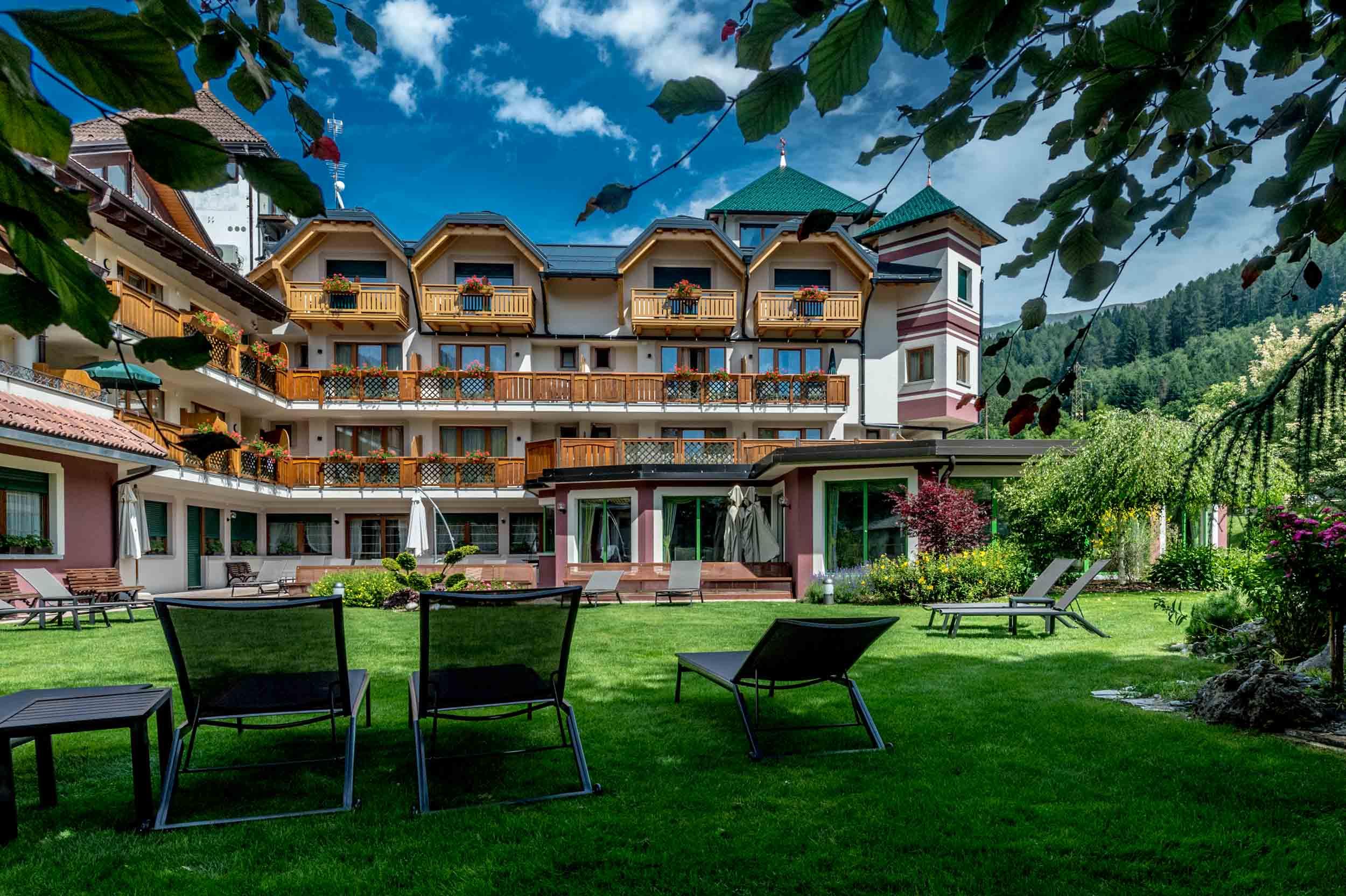 Tevini dolomites charming hotel terme di pejo for Charming hotel
